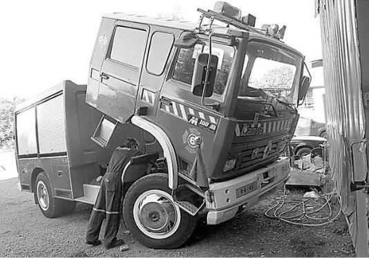 Carro de los bomberos no pasó la revisión técnica: es del año 94